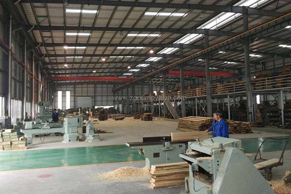 The wood mold workshop strictly follows the thermal process diagram to stake out, unload and combine the parts to complete the model production. The key components such as impeller and pump body are personally checked by the wood mold technician.